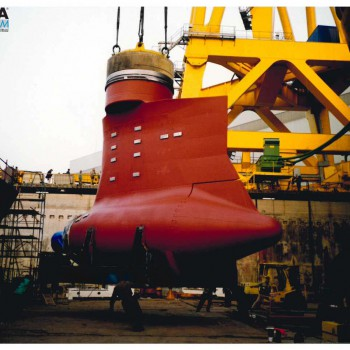 Spostamento carichi pesanti motore nave