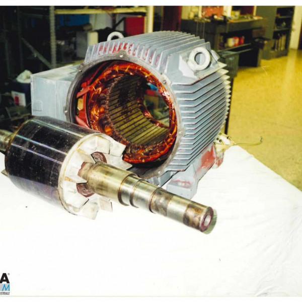 officina interna - Motore elettrico smontato